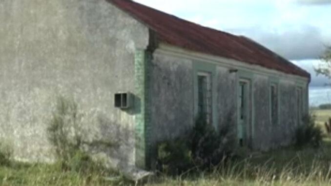 Escuela rural N° 41, Sarandí del Yí. Relatos de túnica blanca y moña azul.